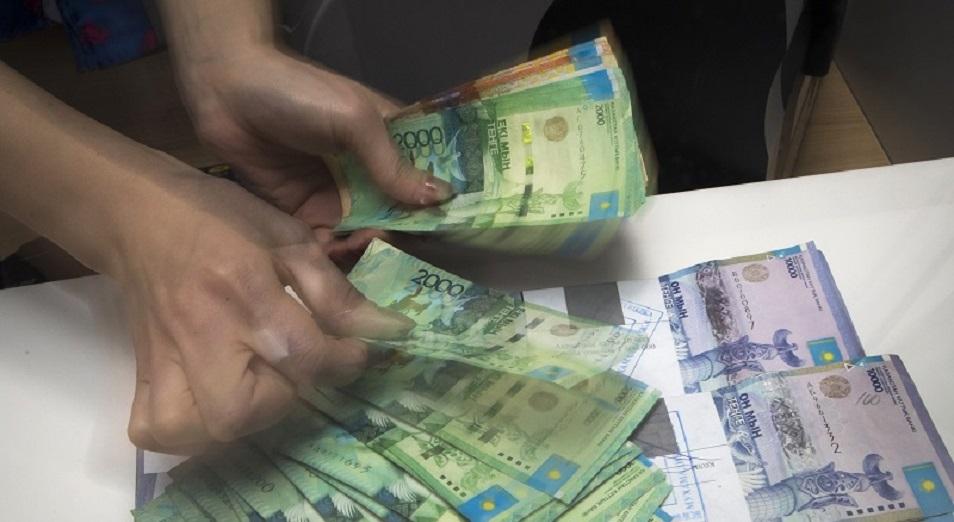 Сколько платят по кредитам и какого повышения цен ждут казахстанцы