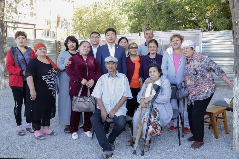 Бауыржан Байбек в Шымкенте встретился с жителями ряда проблемных объектов города