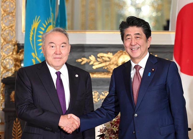 Какие вопросы обсудили Нурсултан Назарбаев и Синдзо Абэ