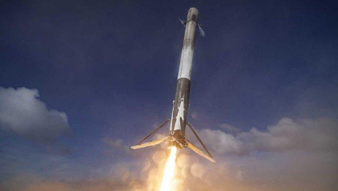 Казахстан намерен запустить два спутника на ракете Илона Маска