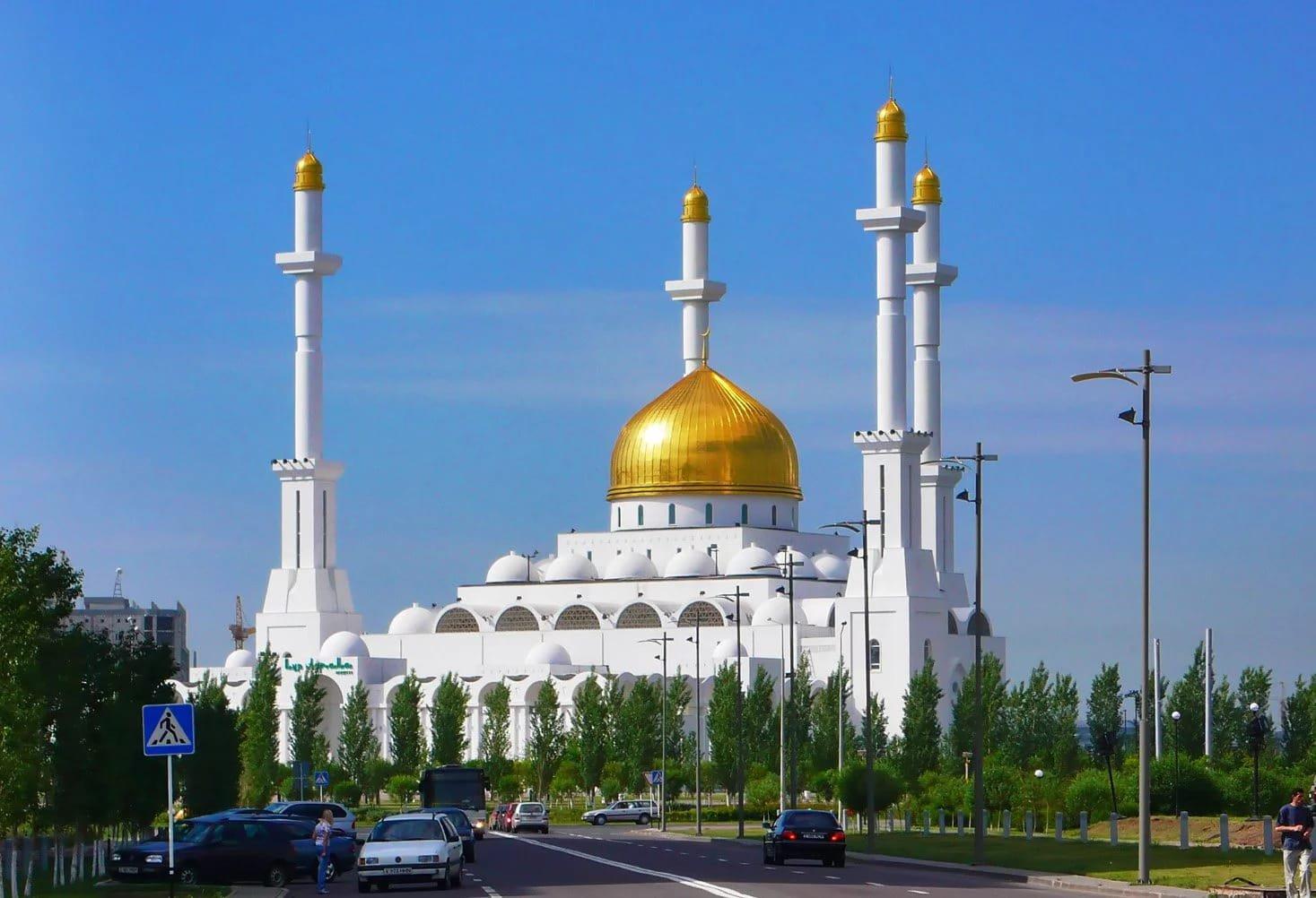 Президент в праздник Ораза айт пожелал казахстанцам мира, единства и спокойствия