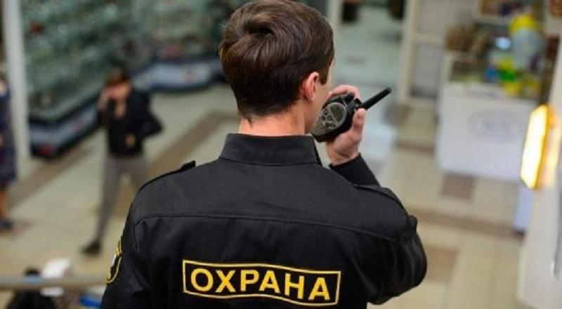 В Актобе с игрушечным пистолетом охранник банка ограбил букмекерскую контору
