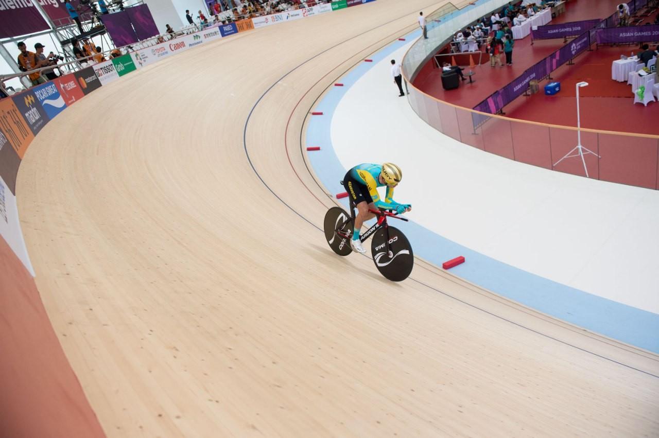 Казахстанский гонщик стал вторым на чемпионате Азии по велотреку