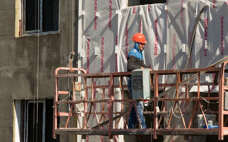 Роструд назвал отрасли с зарплатой от 80 тысяч рублей