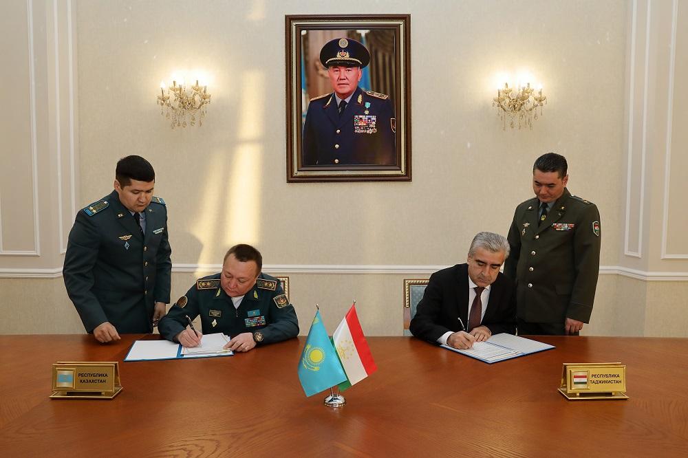 Казахстан намерен оказать Таджикистану военно-техническую помощь