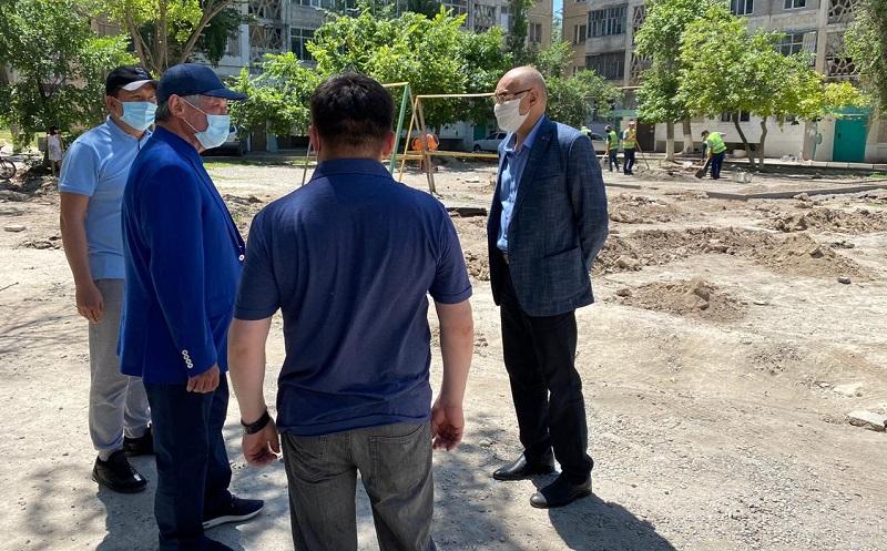 Бердибек Сапарбаев поручил исправить некачественный ремонт дорог в Таразе