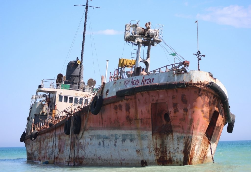 В Актау завершилась утилизация танкера «Аракс», севшего на мель два года назад