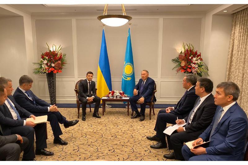 О чем Нурсултан Назарбаев говорил с Владимиром Зеленским