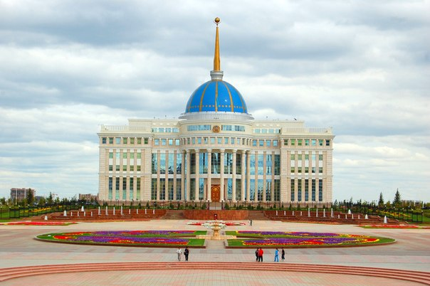 Приняты поправки в закон, расширяющие полномочия президента по применению мер военного положения в мирное время