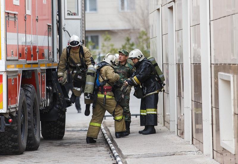 В Алматы горели мебельный цех и склад