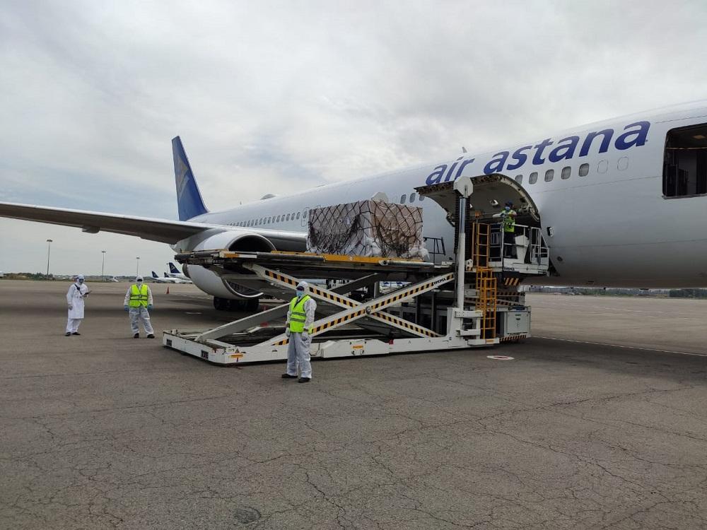 Казахстанская авиакомпания доставила из Пекина в Алматы кислородные концентраторы и ИВЛ