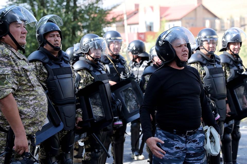 В МВД Кыргызстана беспорядки с участием сторонников Атамбаева расценивают как попытку помешать следствию