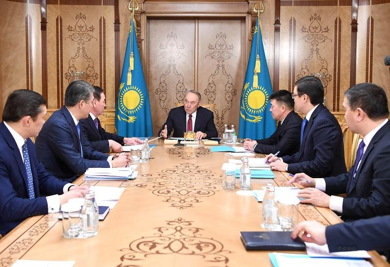 Нурсултан Назарбаев обсудил свой график работы на 2020 год