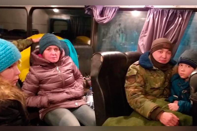 Четверых актюбинцев, застрявших в степи на снегоходе, спасли