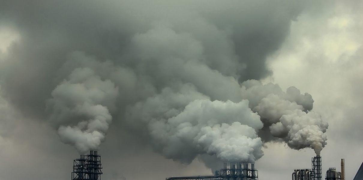 Промпредприятия обяжут предоставлять данные об объеме вредных выбросов