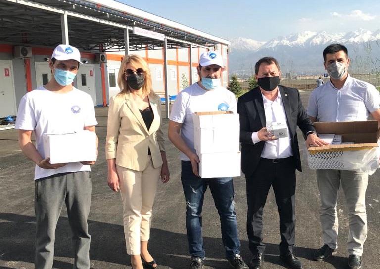 АНК передала 350 электронных термометров новому модульному госпиталю