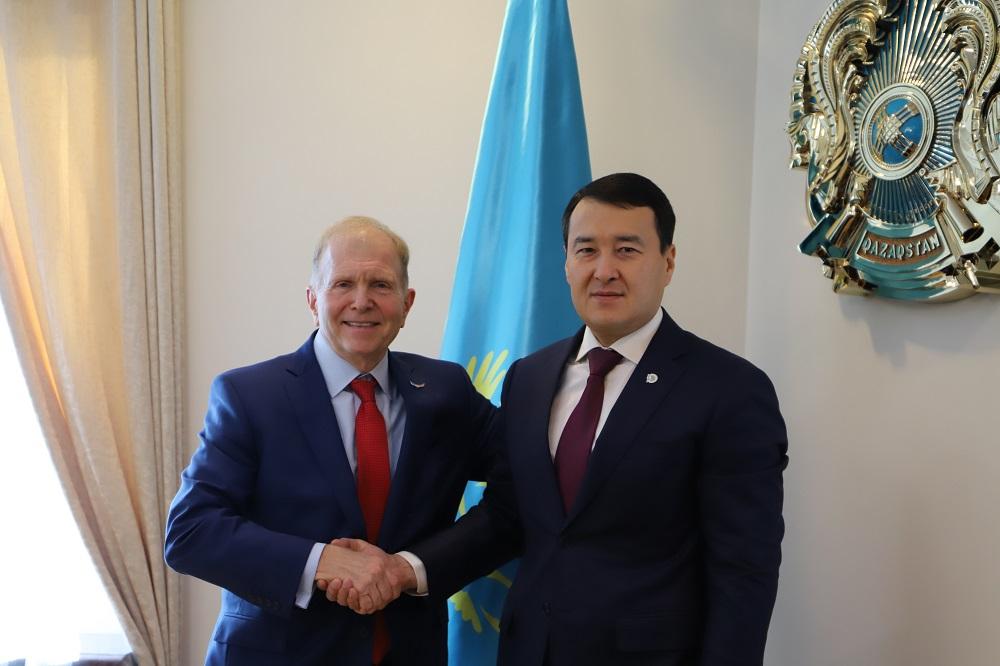 Алихан Смаилов обсудил с послом США в РК вопросы развития экономического сотрудничества