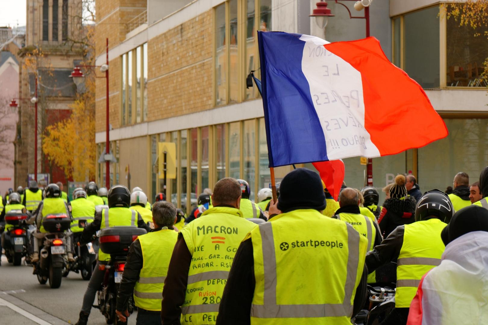 """Не менее 16 участников акций протеста """"желтых жилетов"""" задержаны в Париже"""