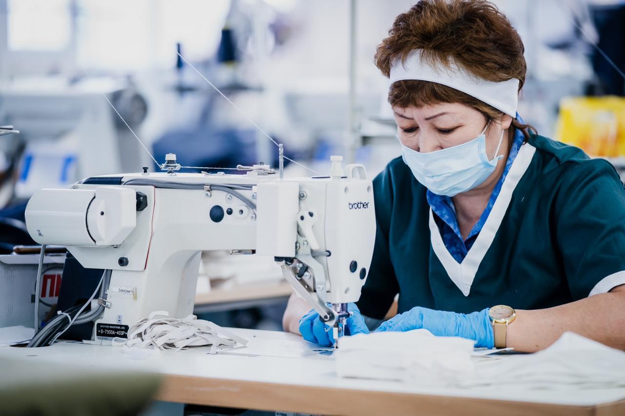Столичное предприятие приступило к поставке медицинских масок в сети аптек