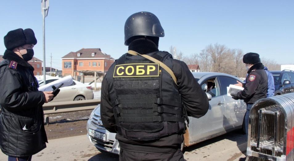 Сотрудника СОБР, вымогавшего сигареты на блокпосту в Павлодарской области, уволили за попрошайничество
