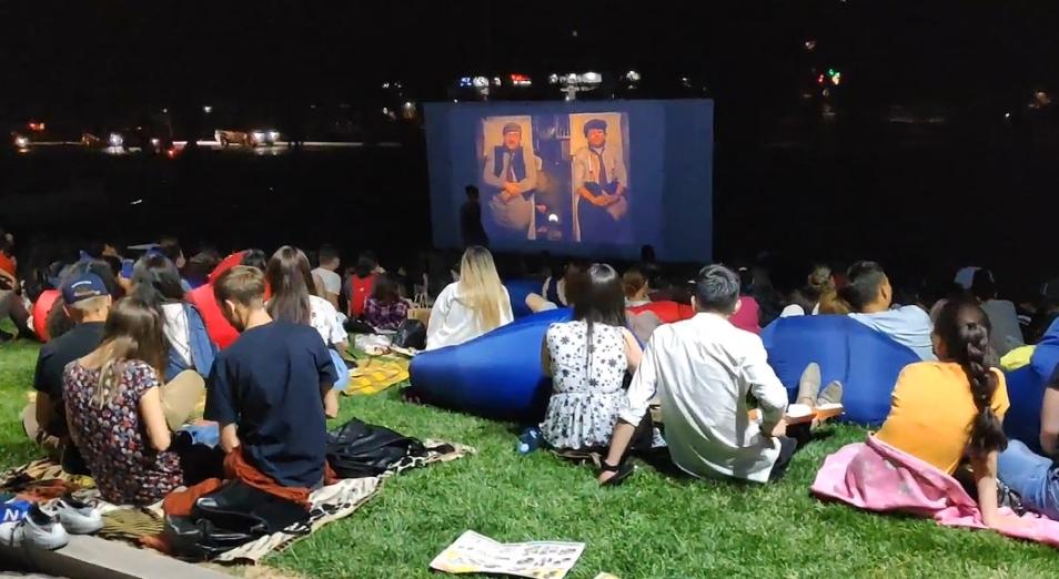 В Казахстане открывают кинотеатры на открытом воздухе