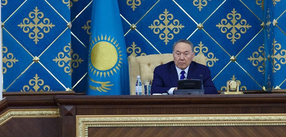Нурсултан Назарбаев запустил торги на бирже МФЦА
