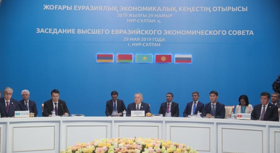 Нурсултан Назарбаев предложил коллегам по ЕАЭС создать концерн