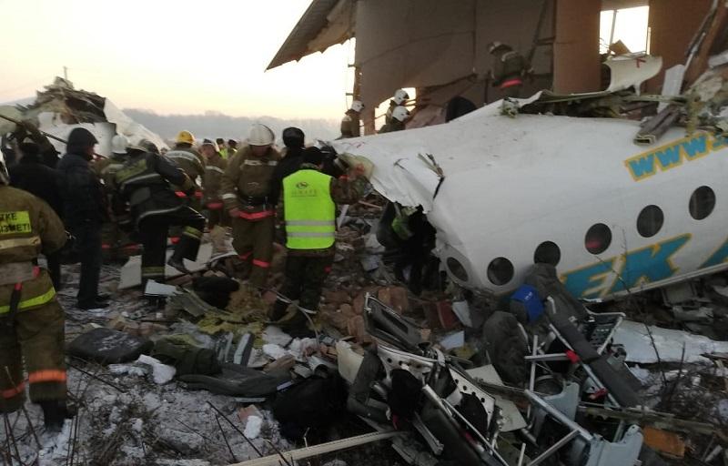 Родственников пассажиров самолета Bek Air, потерпевшего крушение, доставят к месту происшествия