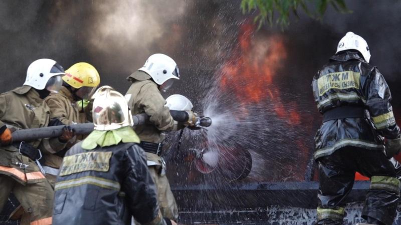 Пожар на складе лакокрасочных изделий в Алматы локализован