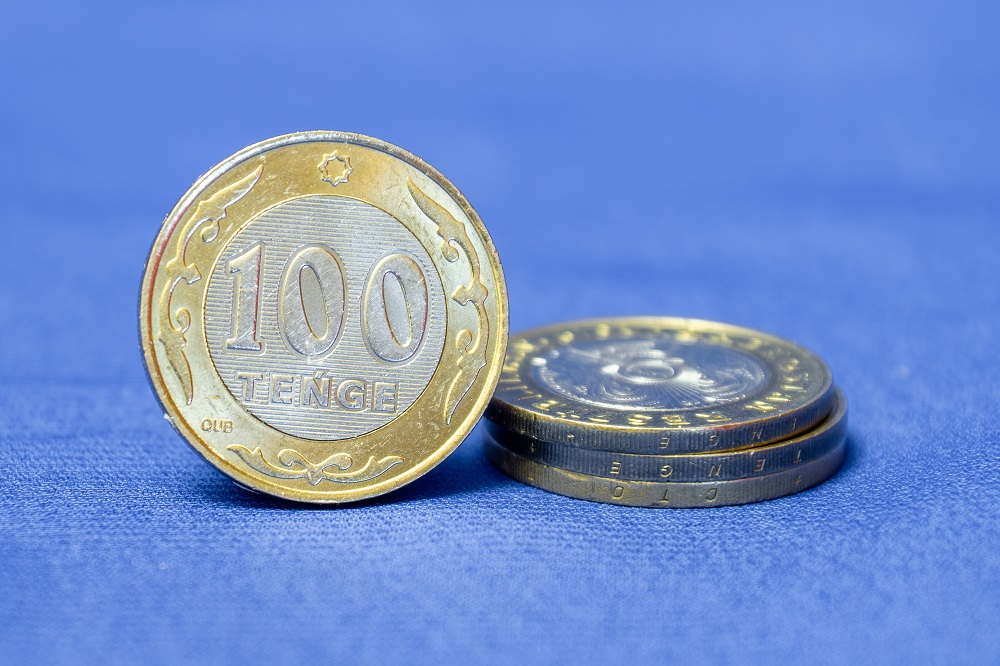 Тенге укрепился на 1% с начала октября
