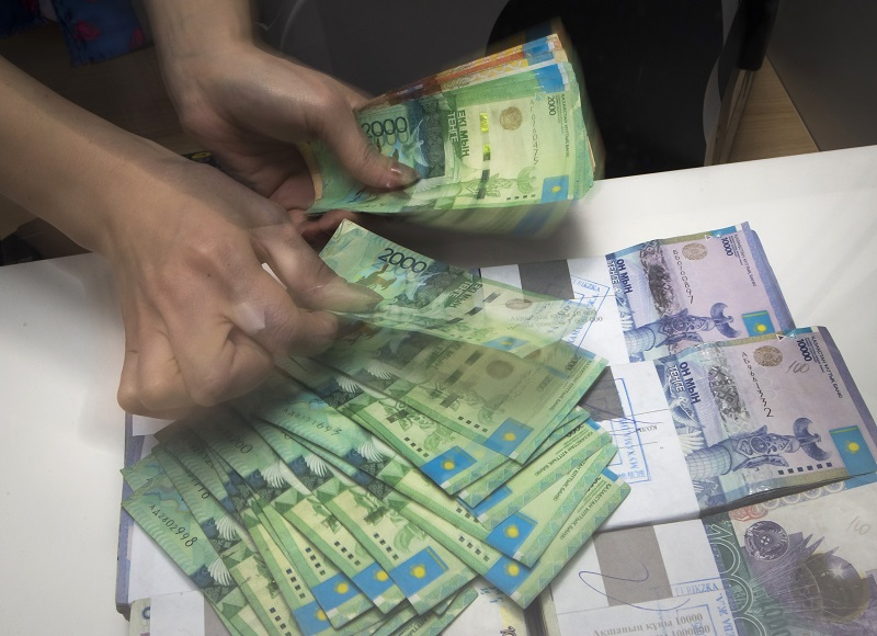 Денежные переводы внутри Казахстана увеличились почти вдвое